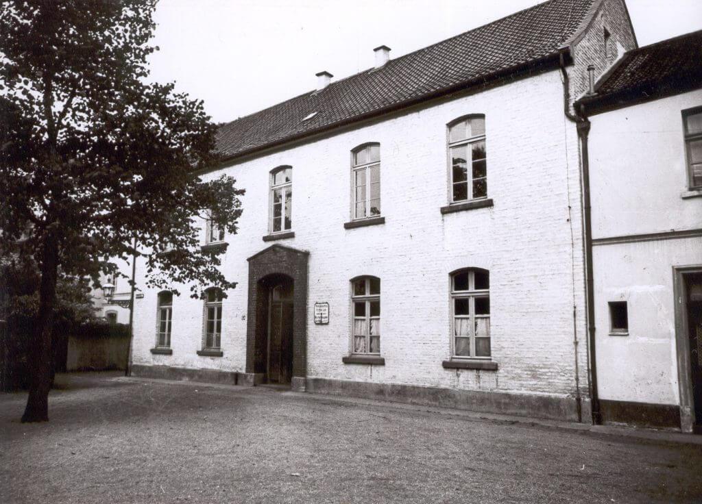 Weiße Schule im Jahre 1938 (Quelle: Der Oberbürgermeister, Stadtarchiv Krefeld)